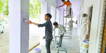 Quarantined Labourers Painted the Walls of School